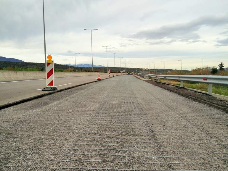 asphalt pavement reinforcement